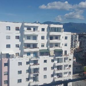 Shitet apartament 1+1…