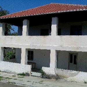 SHITET shtepi dy kate me toke rreth saj me hipoteke