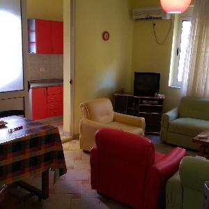Shitet apartament 2+1plazhin…