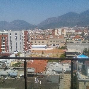 SHITET apartament 3+1 tek fusha e Ali Demit